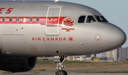 Air Canada&#039;s retro Airbus A319 (C-FZUH) spotted in Toronto. (Photo by Kaz T)