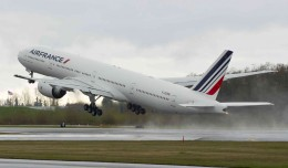 Air France&#039;s newest Boeing 777-300ER (F-GZNL) takes off for Paris on its delivery flight. (Photo by Boeing)