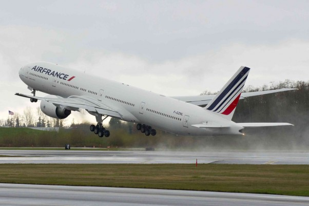 Air France's newest Boeing 777-300ER (F-GZNL) takes off for Paris on its delivery flight. (Photo by Boeing)