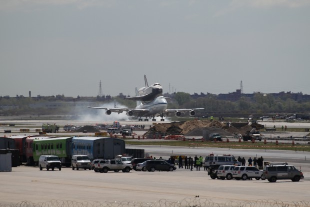Touchdown! Welcome home, Enterprise! (Photo by Fred Miller)
