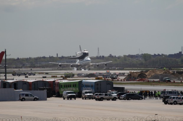 Touch down! Welcome home, Atlantis! (Photo by Fred Miller)