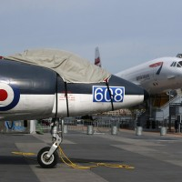 The Scimitar and its distant British and French cousin, Concorde. (Photo by Matt Molnar/NYCAviation)