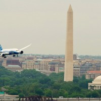 Boeing 787-8 passes the Washington Monument and Jefferson Memorial on the River Visual approach to Reagan National Airport&#039;s Runway 19. (Photo by Boeing)