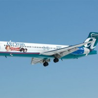An AirTran Boeing 717-200 (N950AT) wearing a special Little Debbie decal. (Photo by Cary Liao)