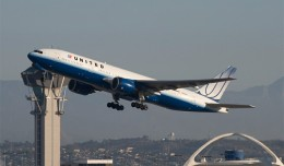 United's Boeing 777-200ER (N768UA) service to Narita takes off from LAX's Runway 25R. (Photo by Brian Gershey)