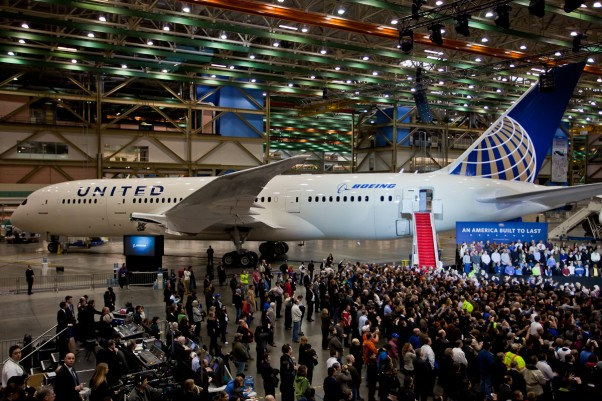 This is not the first 787 United Airlines will receive, but a later one temporarily decorated in United colors for a visit from President Barack Obama. It does provide an idea of what the final product will look like. (Photo by Jeremy Dwyer-Lindgren / NYCAviation)