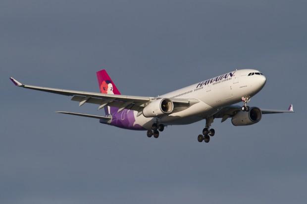 Hawaiian 51 on approach to Kennedy. (Photo by Eric Dunetz)