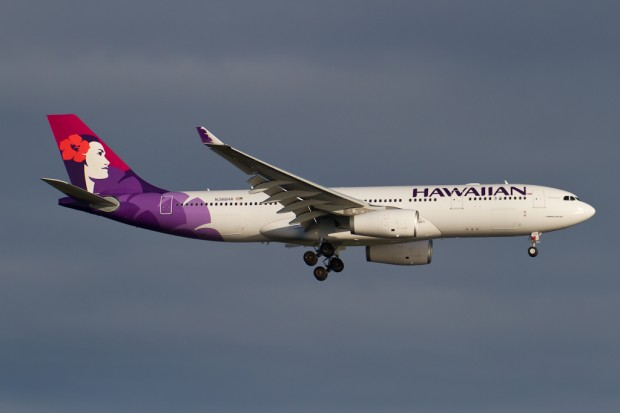 Hawaiian Flight 50 on final approach to New York's Kennedy Airport. (Photo by Eric Dunetz)
