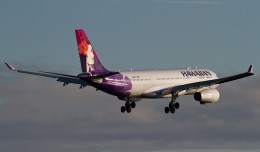 The first ever Hawaiian Flight 50, an Airbus A330-200 (N386HA), on short final for New York&#039;s Kennedy Airport. (Photo by Eric Dunetz)