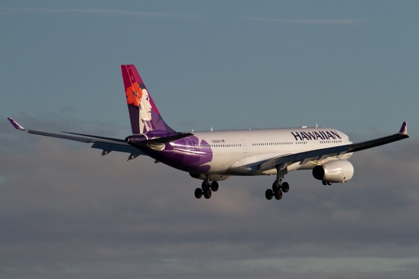 The first ever Hawaiian Flight 50, an Airbus A330-200 (N386HA), on short final for New York's Kennedy Airport. (Photo by Eric Dunetz)