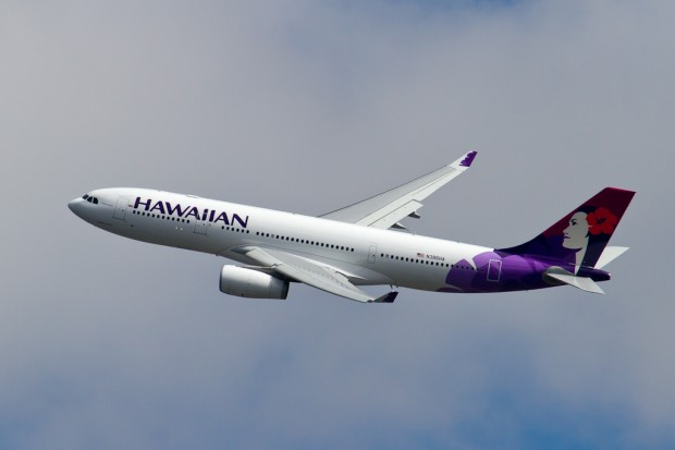 Hawaiian Airlines Flight 51 lifts off on its first departure from New York's Kennedy Airport. (Photo by Eric Dunetz)