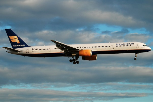 Icelanair's lone Boeing 757-300 (TF-FIX) arrives at London Heathrow. (Photo by Gordon Gebert)