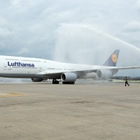 Lufthansa&#039;s first Boeing 747-8 Intercontinental (D-ABYA) receives a water cannon salute upon arrival at Washington Dulles. (Photo by Cary Liao/NYCAviation)
