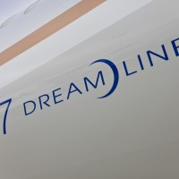 Closeup of the 787 Dreamliner badge on United's first copy. (Photo by Dan King/NYCAviation)