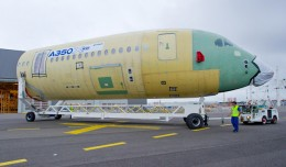 First section for A350 XWB MSN1 arrives in the final assembly line in Toulouse. (Photo by Airbus/F. Lancelot)