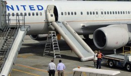 United 757 with slide deployed. (Photo by Bob Sullivan, NBC News, via KING5)