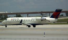 An Atlantic Southeast Airlines Bombardier CRJ-200 (N857AS) painted in Delta Connection colors. (Photo by Mark Lawrence)