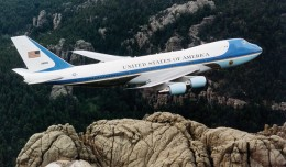 A US Air Force Boeing VC-25 (SAM 29000) flies over Mount Rushmore. (Photo by US Air Force)
