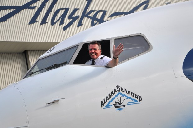 An Alaska Airlines pilot pokes his head out of the only salmon with an FAA tail number: N559AS. (Photo by Alaska Airlines)