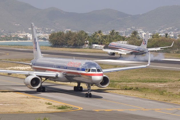 One American 757 lands at St. Maarten while another taxis for departure. (Photo by Mario J. Craig)