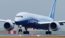 A Boeing 787 Dreamliner lands in Sydney during the plane&#039;s Dream Tour. (Photo by Boeing)
