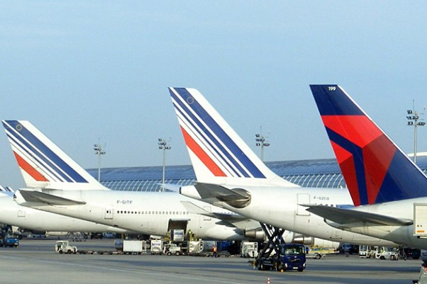 Air France and Delta tails lined up in Paris. (Photo by Mathieu Marquer via Flickr, CC-BY-SA)