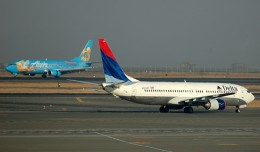 Alaska's Disneyland Boeing 737-400 crosses paths with a Delta 737-800 in Seattle. (Photo by Andrew W. Sieber via Flickr, CC-BY-NC)