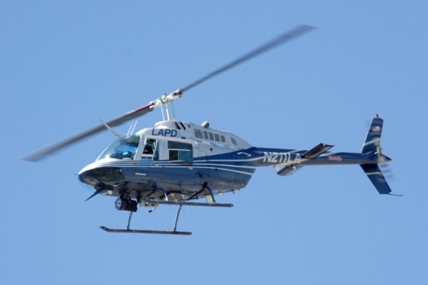 Los Angeles Police Department (LAPD) Bell 206 Jetranger helicopter (N211LA). (Photo by Matthew Field via wikimedia, CC-BY-SA)