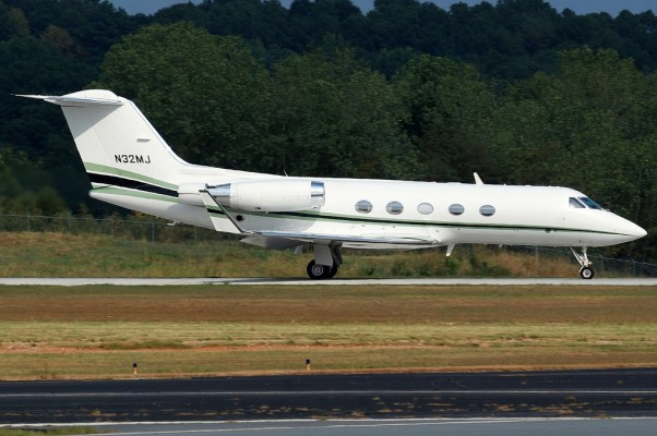 Magic Johnson's Gulfstream III (N32MJ). (Photo by Andrew W. Sieber via Flickr, CC-BY-NC)