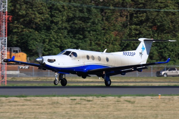 A particularly dirty SeaPort Airlines Pilatus (N933SP) takes off from Boeing Field. (Photo by Jeremy Dwyer-Lindgren)