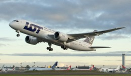 LOT's first Boeing 787 Dreamliner (SP-LRA) takes off from Everett, Washington. (Photo by Boeing)