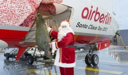Santa loads a tree onto Air Berlin&#039;s &quot;Santa Claus Tour 2012&quot; Boeing 737. (Photo by Air Berlin)