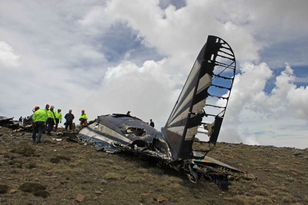 Wreckage of the South African Air Force C-47 that crashed in the Drakensberg mountain range. (Photo by BNO NEWS / NETCARE 911)