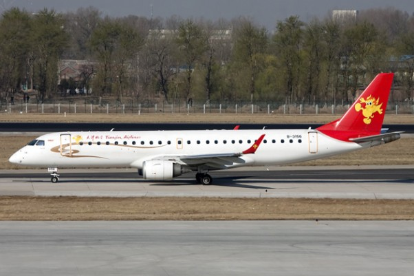 A Tianjin Airlines Embraer E190 (B-3156) similar to the hijacked plane. (Photo by Allen Zhao via wikimedia)