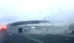 Tupolev Tu-204 crash in Moscow captured on video.