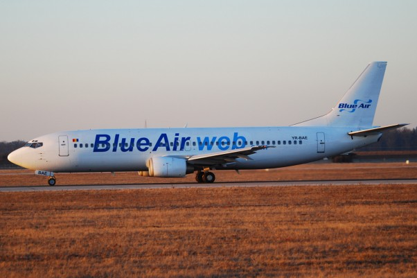 Blue Air Boeing 737-400 (YR-BAE) spotted in Stuttgart, Germany in 2008. (Photo by Andrei Dimofte via wikimedia, CC-BY)