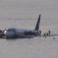 US Airways Flight 1549 in the Hudson River, New York, USA on 15 January 2009. (Photo by Greg L via wikimedia, CC-BY)