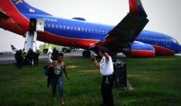 @shimmerskies A clearer picture here @NYCAviation @SouthwestAir pic.twitter.com/xzIMS6pjcA