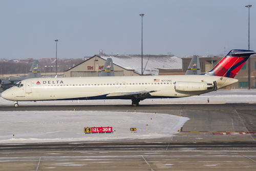 Delta 1965 rolls out after landing at MSP.