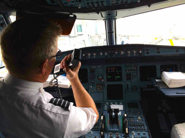 Airlines Reveal How Cabin Crew Reacts Amp What They Do When