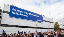 Southwest Airlines headquarters employees celebrate the end of the Wright Amendment at Dallas Love Field. (Photo: Southwest Airlines)