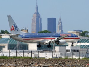 American Airlines 737-800 N919AN landing on runway 31 in May of 2004. (Photo by Author)
