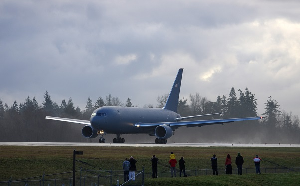 "People line up at the ever-popular ""Windsock"" at Paine Field – the 767-2C is just about to begin its maiden flight. (Photo: Mal Muir 