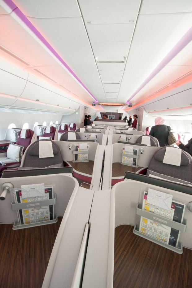 The business class cabin has a very open feel without overhead bins in the center. The lack of bins also means that seats in the middle do not have personal air vents. The seats along the windows do, however.