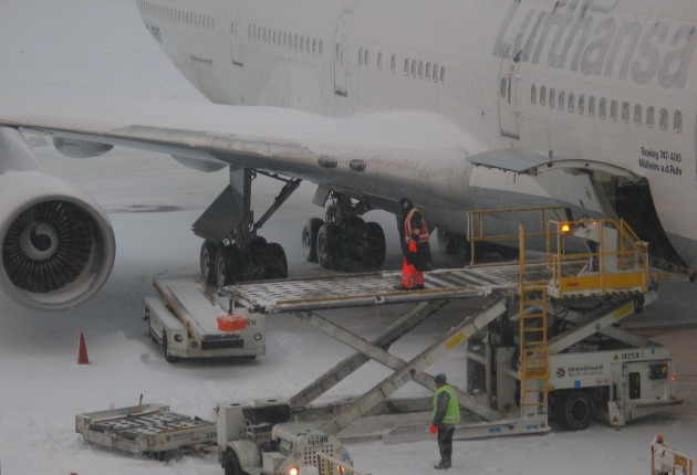 USA_Boston_airport_loading_MA