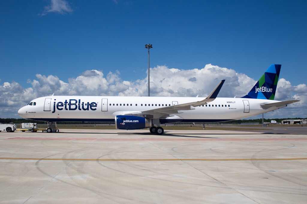 the hands on ceo of jetblue Jetblue airlines' success story - jetblue airways, the case describes the reasons for the success of jetblue, a three-year-old, low-cost airline, operating in the usa jetblue was set up by david neeleman - david neeleman, founder and ceo of jetblue.
