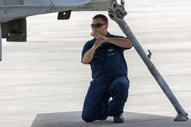 AE1 Altheide checking the tailhook