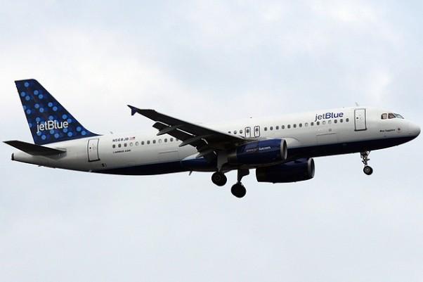 """JetBlue Airbus A320 known as """"Blue Sapphire"""" (N568JB). (Photo by Matt Molnar)"""